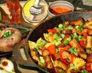 Bratwurst-Pfanne aus Resten mit Gemüse und Nudeln sowie Erös Paprika