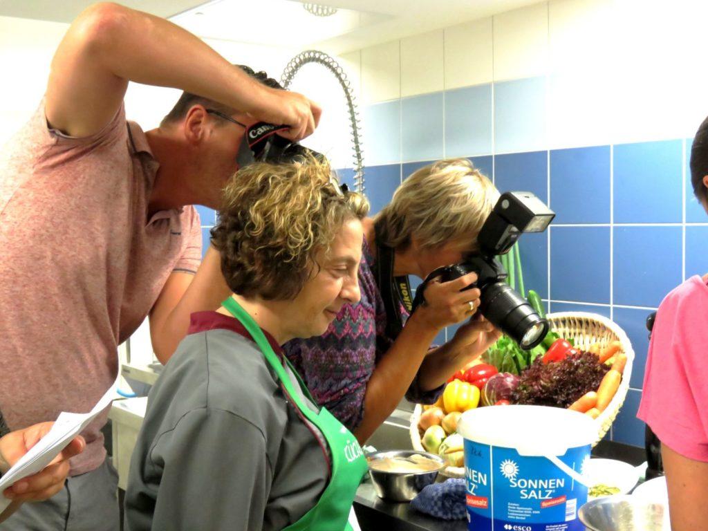 Presse und Blogger fotografieren Burger