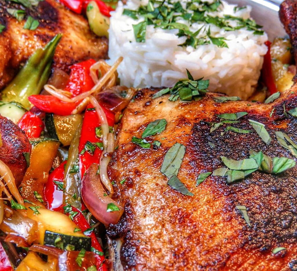 Vietnamesische ENtenkeule Goi Bo mit gebtratenem Gemüse und Jasminreis