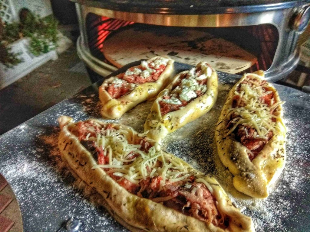 Pulled Pork Pide im BBQ-Toro Pizza Einsatz