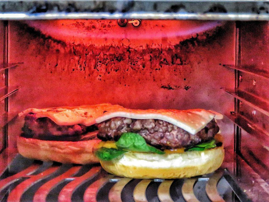 Burger vom Oberhitzegrill 1650 Fire