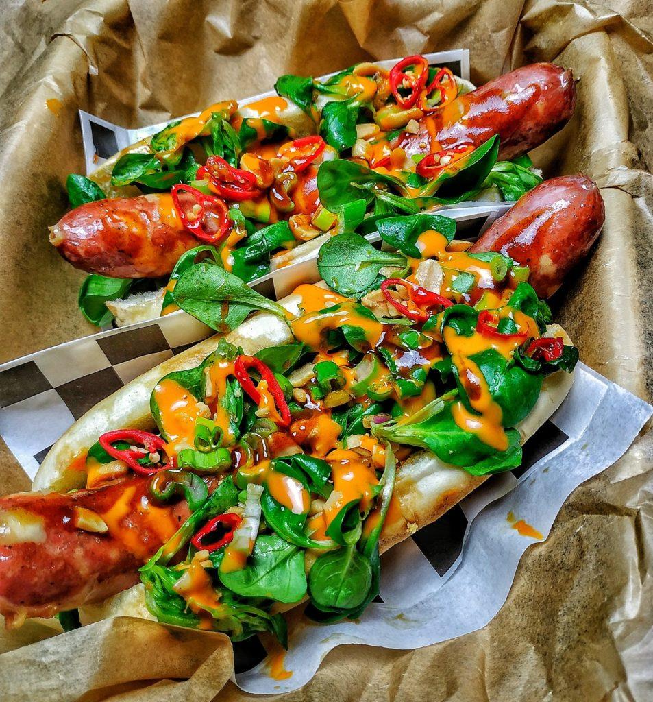 Asiatischer Käsekrainer Hot Dog