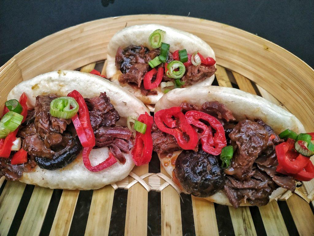 Iberico Schweinebäckchen Asia Style im Bao Bun