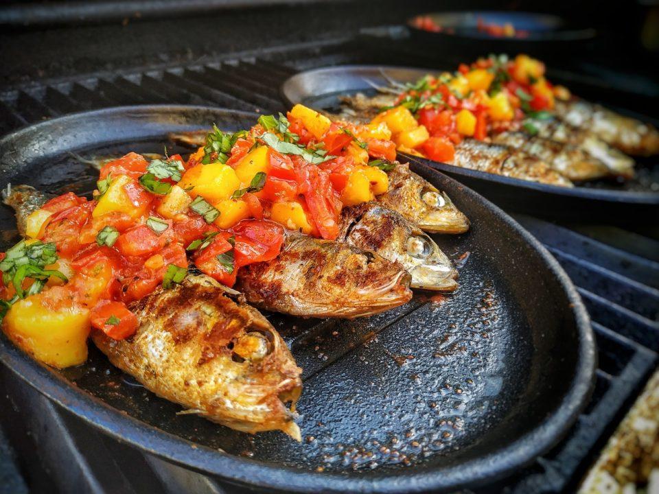 Gegrillte Sardinen mit Mango Salsa