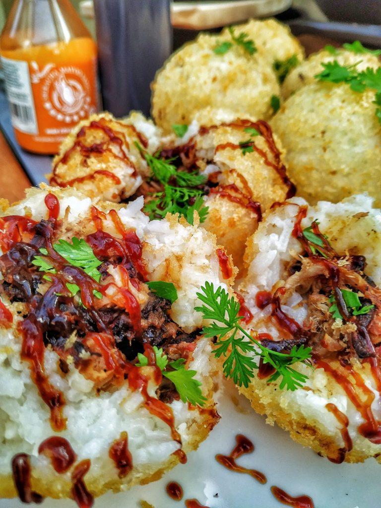 Gefüllte Reisbällchen mit Pulled Pork