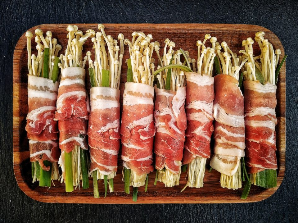 Enoki Pilze im Baconmantel