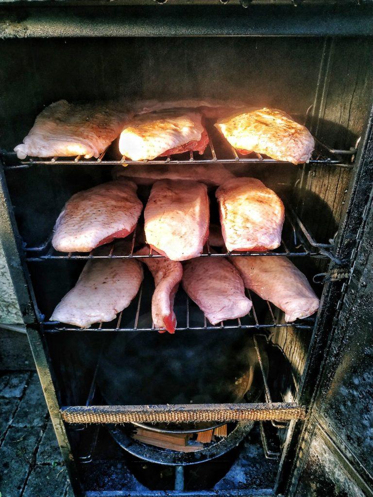 Heiß geräucherte Entenbrüste im Portland Gas Smoker