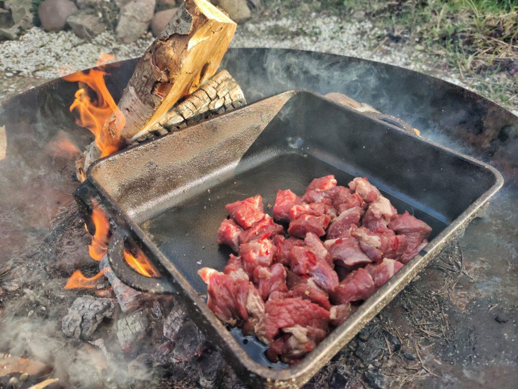 Schmorfleisch in der Dutch Oven Pan