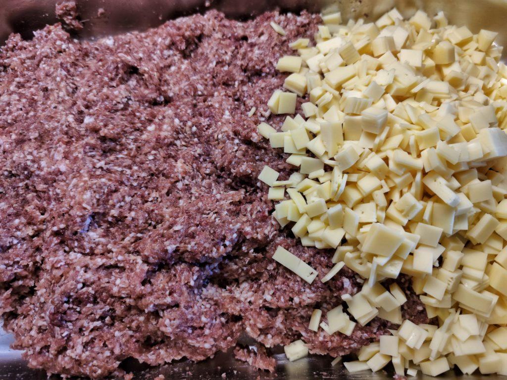 Fleisch und Käse für Käsekrainer