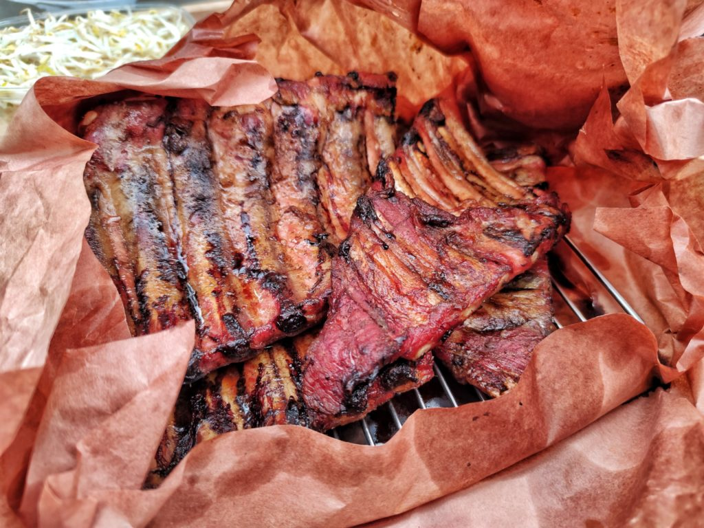 Chinesische Ribs in Butcher Paper