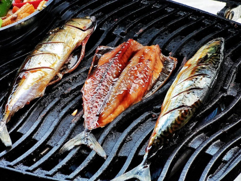 Gegrillte Makrelen auf Gemüsebett - Asiatisch sommerlich mit Lee Kum Kee