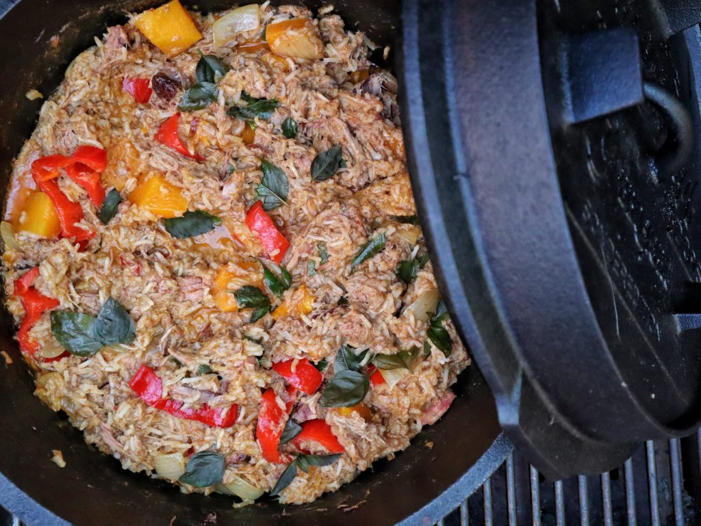 Pulled Pork Curry-Reis aus dem Dutch Oven