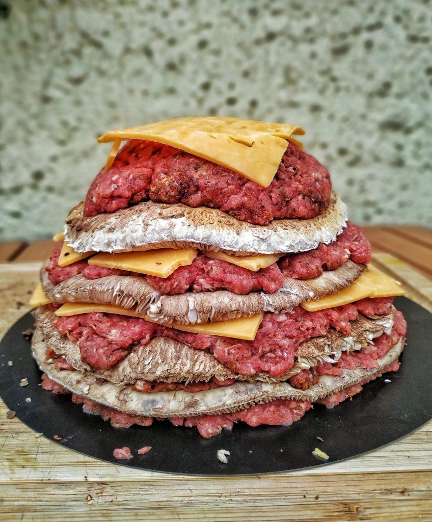 Pilz-Vulkan mit Parasol, Hackfleisch, Cheddar und Bacon