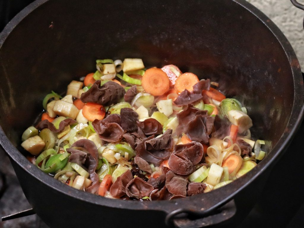 Chinesischer Eintopf aus dem Dutch Oven