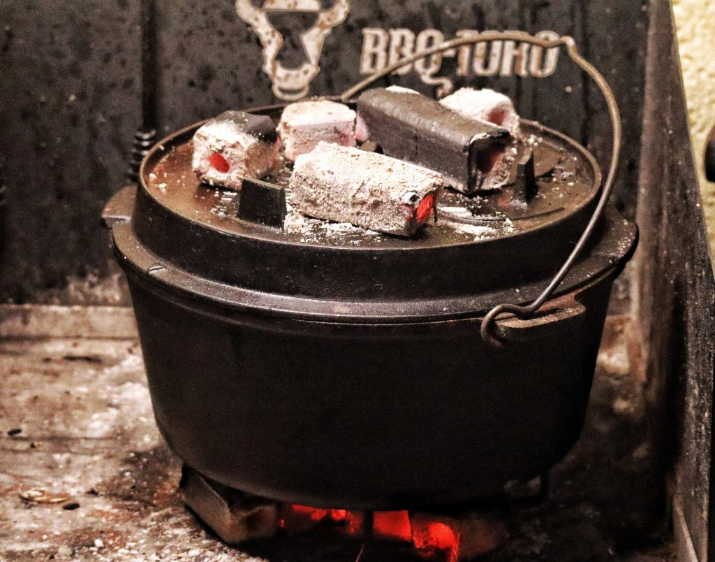 Bambuko von McBrikett auf dem BBQ Toro Dutch Oven