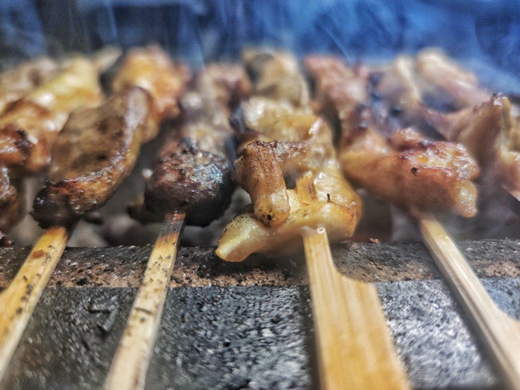 Hähnchen Satay Spieße mit Erdnuss-Sauce