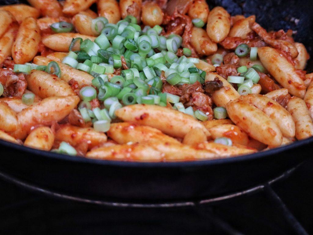 Schupfnudeln koreanisch mit Kimchi