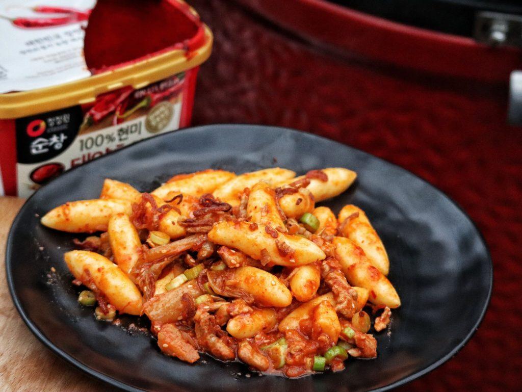 Schupfnudeln koreanisch mit Kimchi und Gochujang